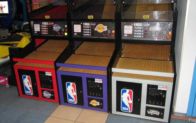Game-playing automate sport simulator NBA Hoops